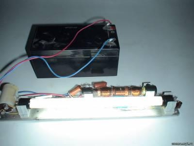 Люминесцентный светильник с батарейным питанием