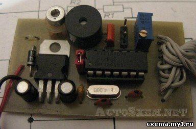 Вольтметр-термометр для авто с системой предупреждения