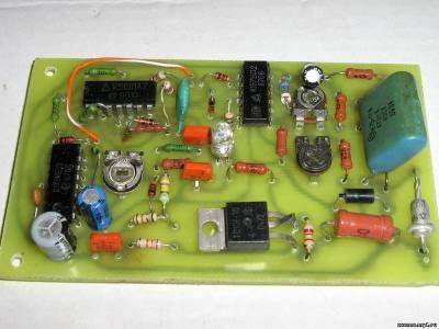 Это фотография готовой схемы устройства защиты холодильника.